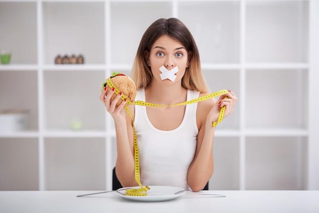 Dieet. het concept van gezonde en ongezonde voeding