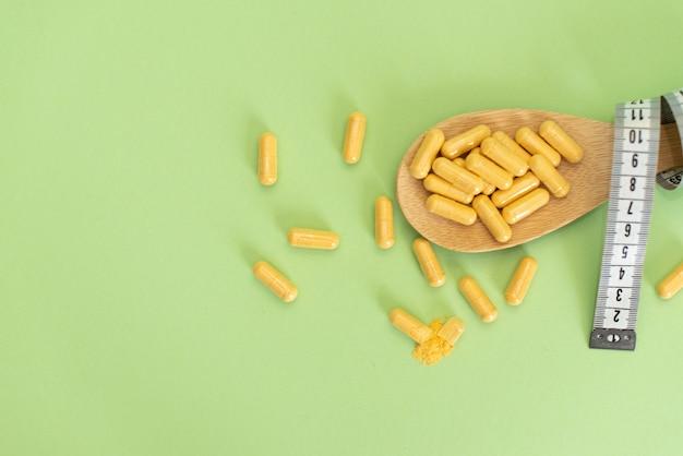 Dieetconcept slank door pillen, gevaarlijk voor de gezondheid.