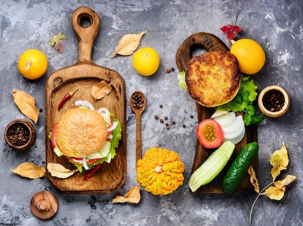 Dieethamburger met groenten