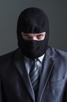 Dief in zwart masker
