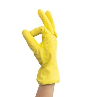 Dien gele rubberen handschoen in, schoonmaakconcept, gebaarsymbool ok, geïsoleerd op een witte achtergrondfoto