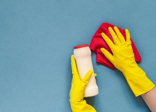 Dien handschoen met rode doek in