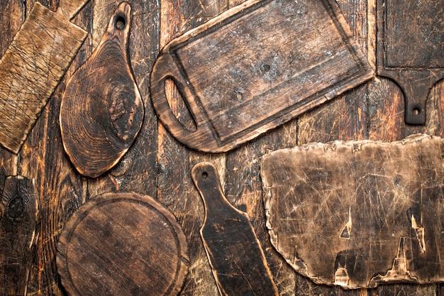 Dienende achtergrond. verschillende oude snijplank.