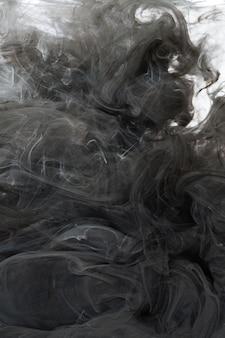 Diffuse zwarte inkt in water