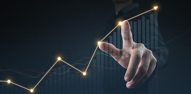 Digitaal ontwerp zakenman plan grafiekgroei en toename van grafiek positieve indicatoren in zijn bedrijf
