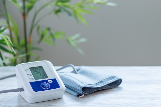 Digitale bloeddrukmeter voor bloeddrukcontrole