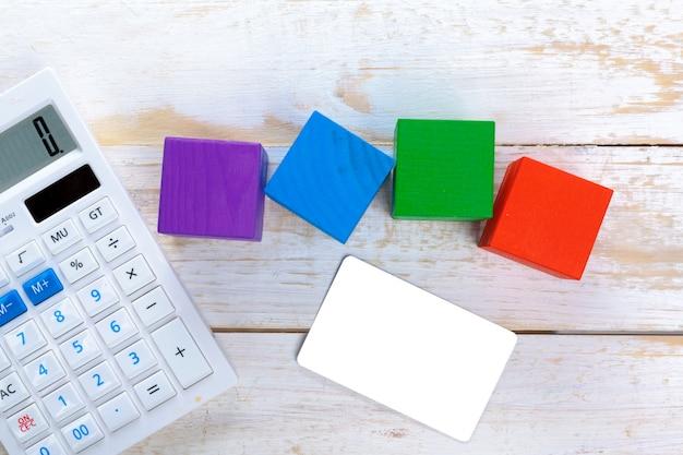 Digitale calculator op tafel