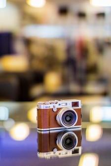 Digitale camera die in de lijst wordt verfraaid die in bandung, indonesië wordt gevestigd