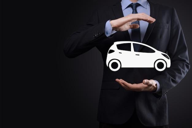 Digitale composiet van man met auto icoon. auto auto verzekering en auto diensten concept. zakenman met het aanbieden van gebaar en icoon van auto