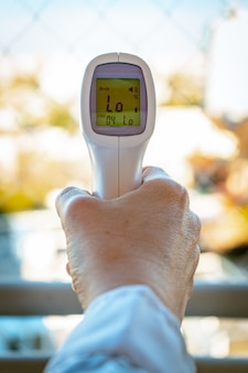Digitale infrarood thermometer thermometer pistool voor controle voorhoofd temperatuurmeting screening