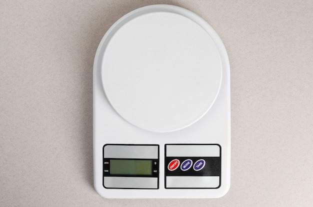 Digitale keukenschalen op grijs