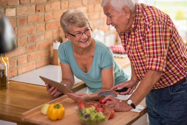 Digitale tablet in plaats van kookboek