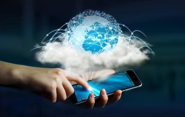Digitale wereld in een wolk verbonden met zakenvrouw mobiele telefoon