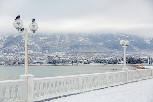 Dijk van gelendzhik in de winter