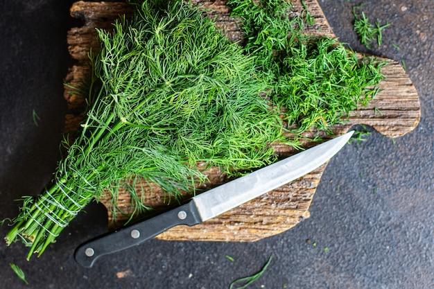 Dille vers groen kruid fijn gesneden een mes op tafel gezonde snack kopieer ruimte voedsel achtergrond