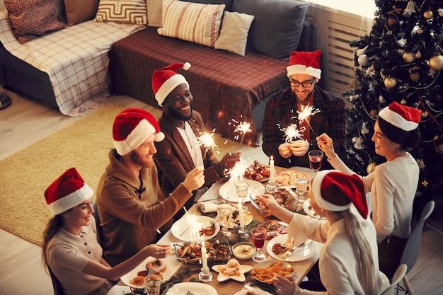 Dinner party met kerstmis