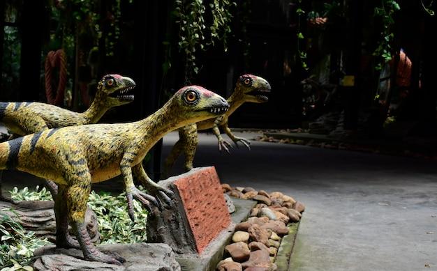 Dinosaurus standbeeld