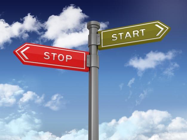 Directionele teken met stop start woorden op blauwe hemel