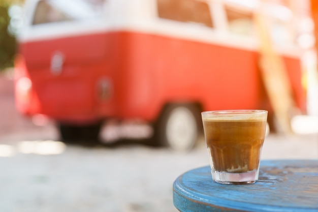 Dirty coffee: glas espresso shot