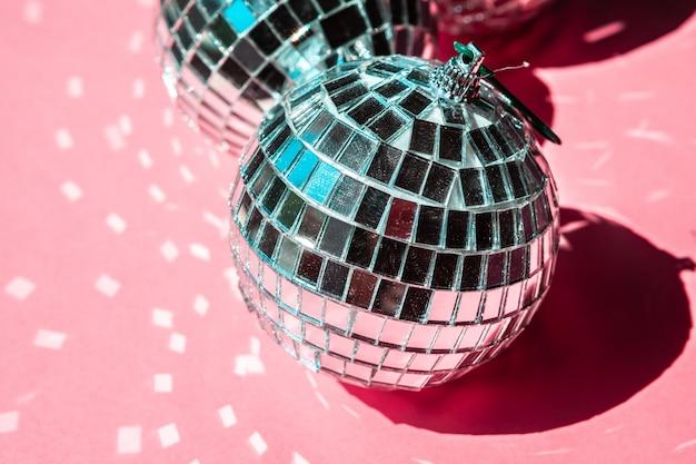 Disco bal op roze