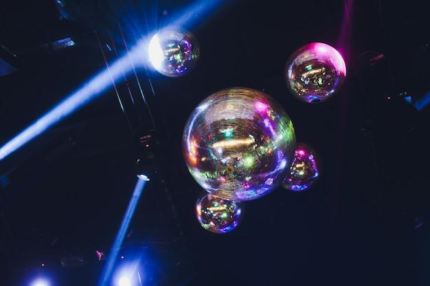Disco lichtshow en podiumverlichting met laser.