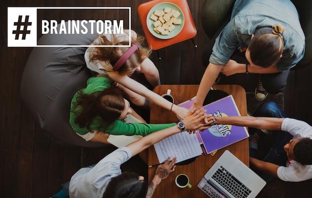 Discussie brainstorm zakelijke vergadering briefing