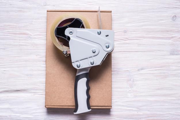 Dispenser voor verpakkingstape