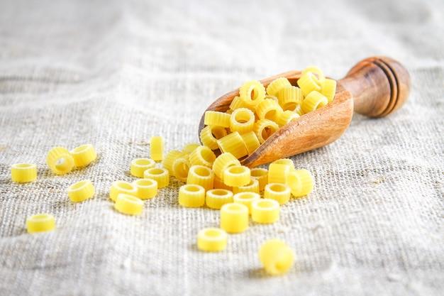 Ditalini-macaroni. pasta ringen. tubettini en vingerhoedjes anellini