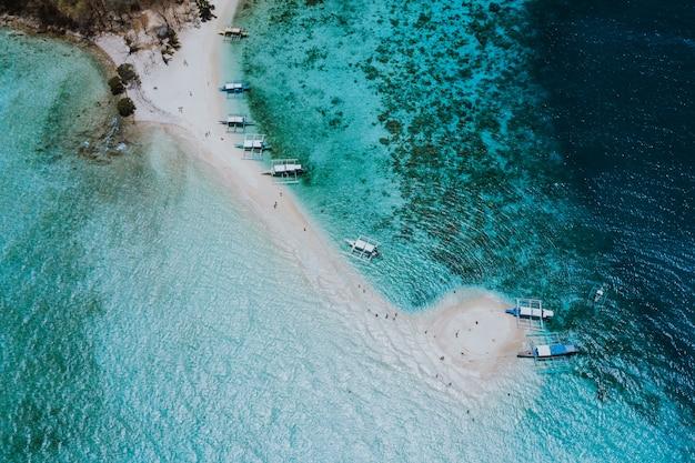 Ditaytayan-eiland in de filippijnen, provincie coron. luchtfoto van drone over vakantie, reizen en tropische plaatsen