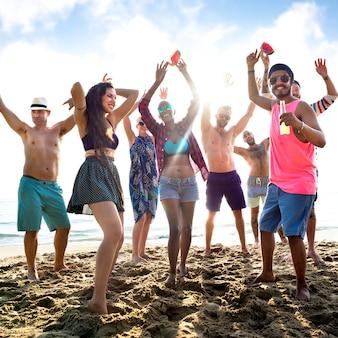 Divers het strandconcept van de jongerenpret