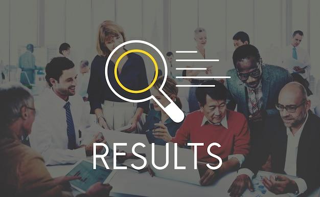 Diverse bedrijfsmensen die resultaten zoeken