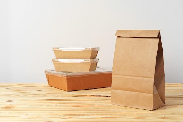 Diverse containers voor afhaalmaaltijden. voedsel levering concept