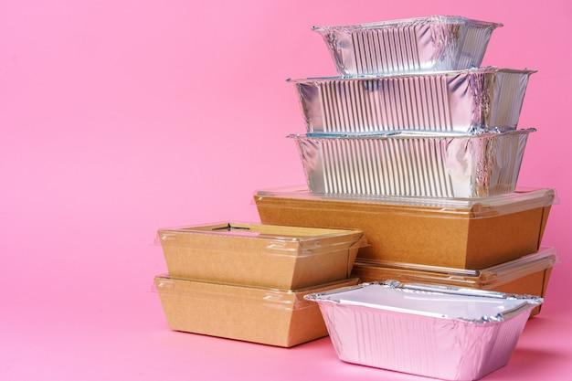 Diverse containers voor afhaalmaaltijden. voedsellevering