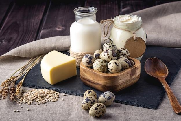 Diverse eco boerderij melkproducten en eieren