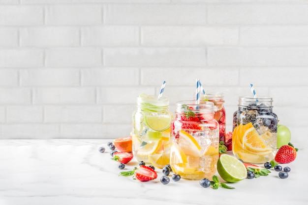Diverse fruit- en bessenlimonade