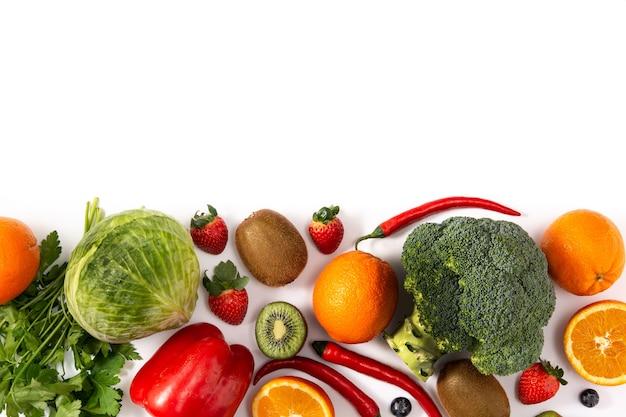 Diverse geïsoleerde groente en fruit