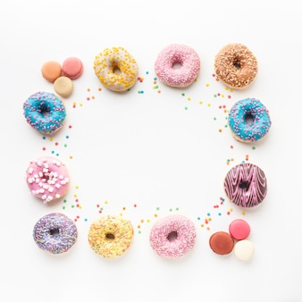 Diverse heerlijke donuts kopie ruimte