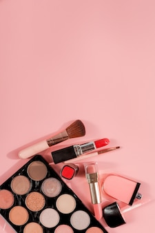Diverse make-up producten met copyspace