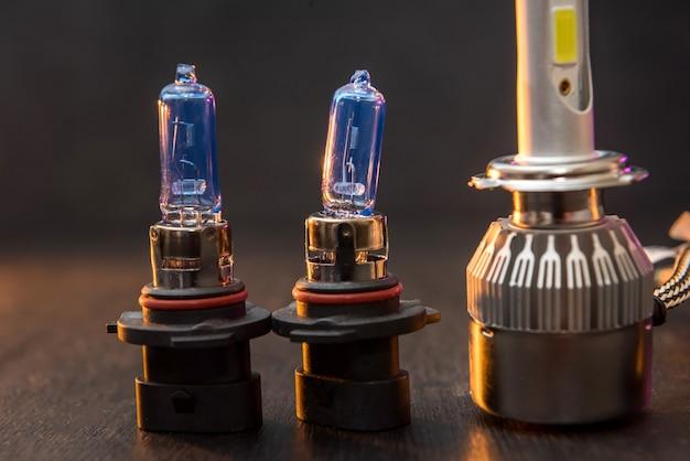 Diverse moderne ijsbollen voor autokoplamp. wetenschappelijke vooruitgang bij de vervaardiging van autolampen