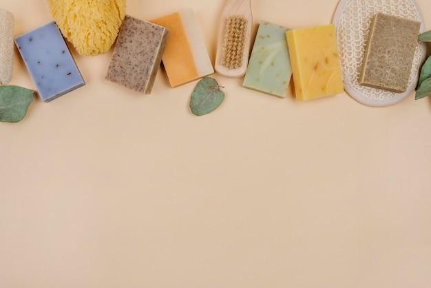 Diverse soorten natuurlijke zelfgemaakte zepen