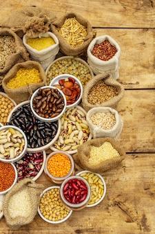 Diverse verschillende soorten bonen en graankorrels