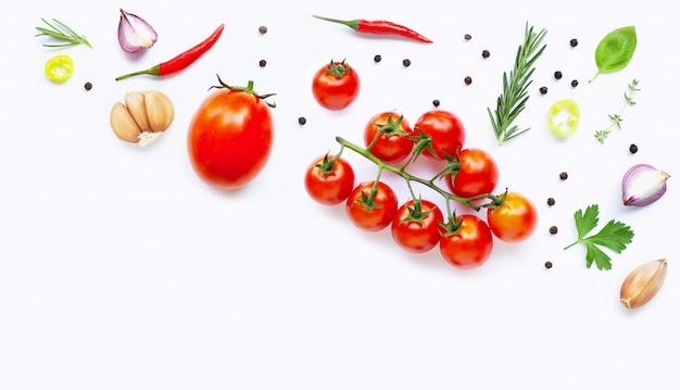 Diverse verse groenten en kruiden. gezond eten concept