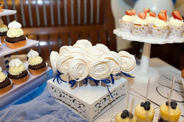 Diverse versierde snoepjes voor een kinderverjaardag