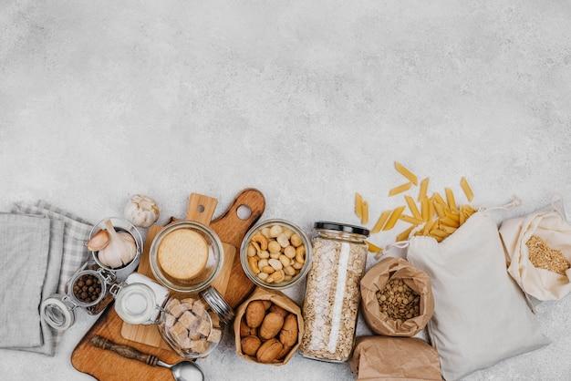 Diverse voedsel rauwe ingrediënten bovenaanzicht