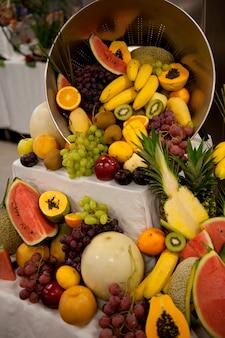 Diverse vruchten in de keuken van het cruiseschip silver shadow, oost-chinese zee