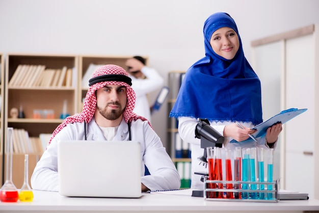 Diversiteitsconcept met artsen in het ziekenhuis