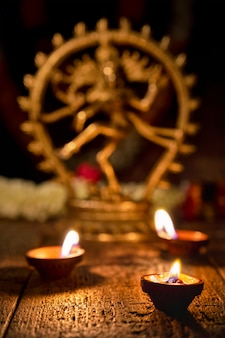 Diwali licht op met shiva nataraja