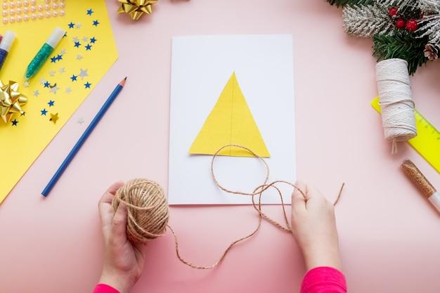 Diy-concept. hoe maak je een kerstkaart.
