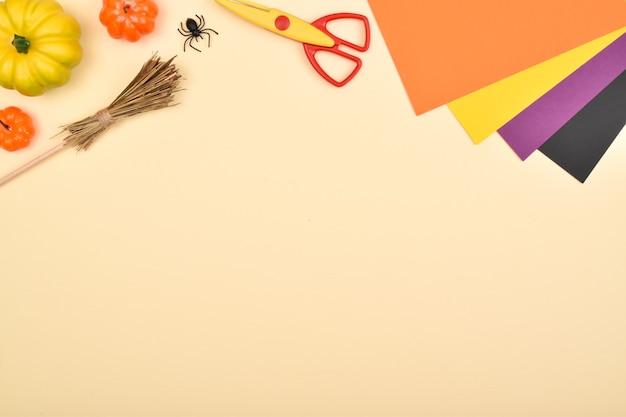 Diy halloween we maken een heks van gekleurd papier achtergrond stapsgewijze instructies