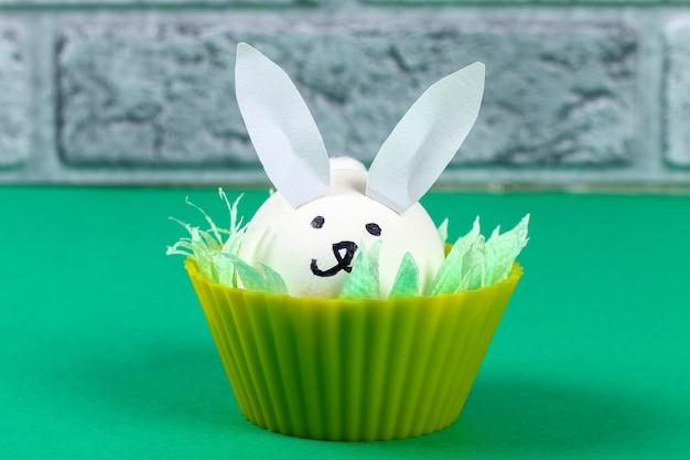 Diy konijn uit eieren voor pasen.
